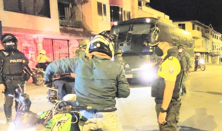 La Policía ejecuta los controles durante las 24 horas.