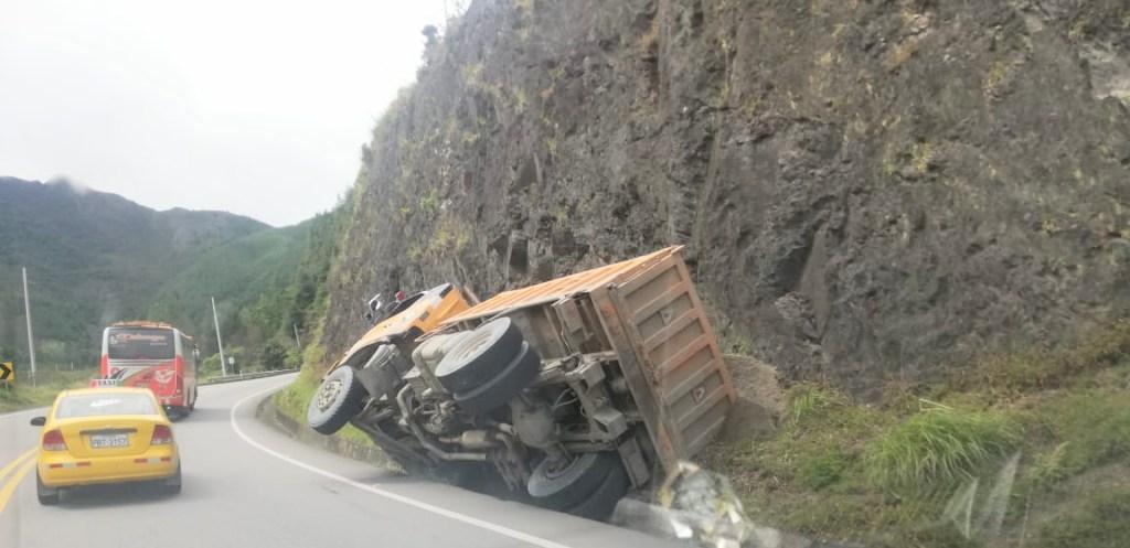 En esa posición quedó el pesado automotor.