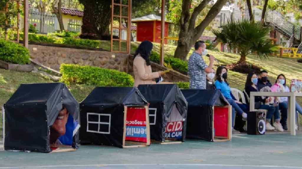 La entrega de las casas para las mascotas se hizo en días recientes.