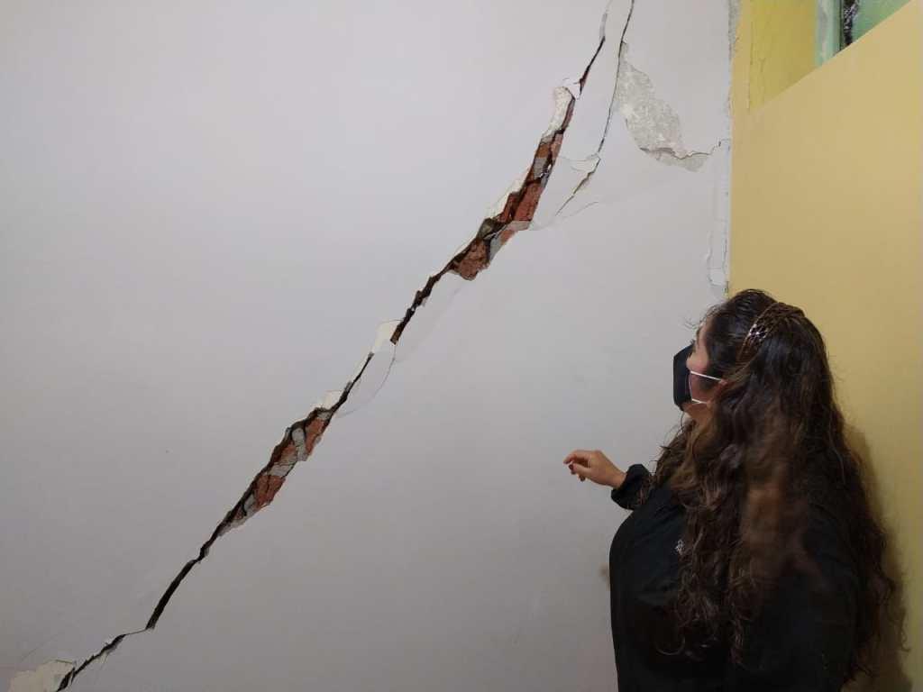 Las paredes de varias viviendas presentan fisuras.