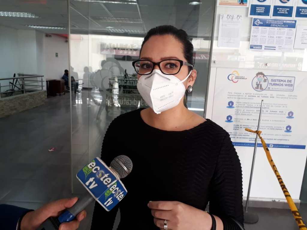 Zoila Berrú patrocina al grupo de comunicadores lojanos.