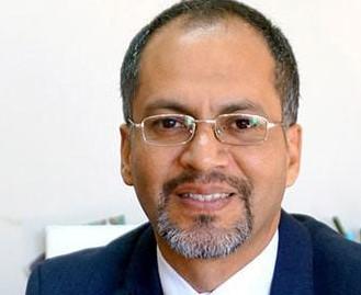 Carlos Ruiz Pérez, director médico de Roche Ecuador.