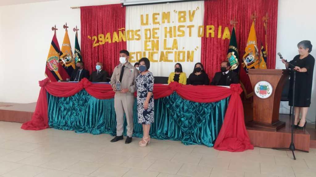 Los estudiantes destacados en diferentes actividades también fueron galardonados.