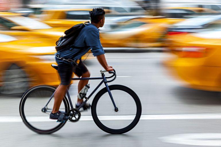 El uso de la bicicleta gana adeptos cada día. (Foto: labicikleta.com)