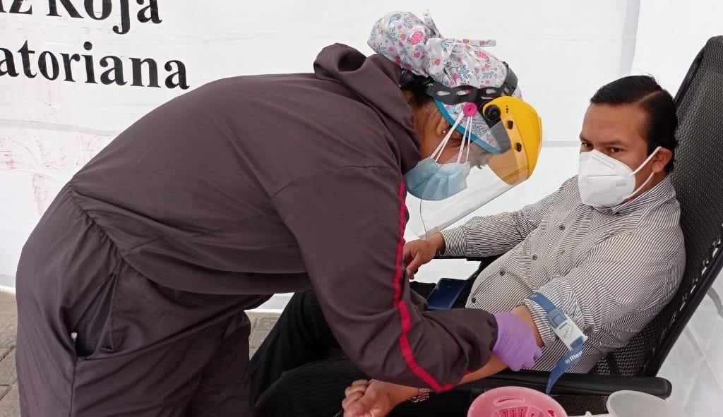Los martes y jueves, la Cruz Roja realiza campañas de donación voluntaria en parques de la ciudad de Loja.