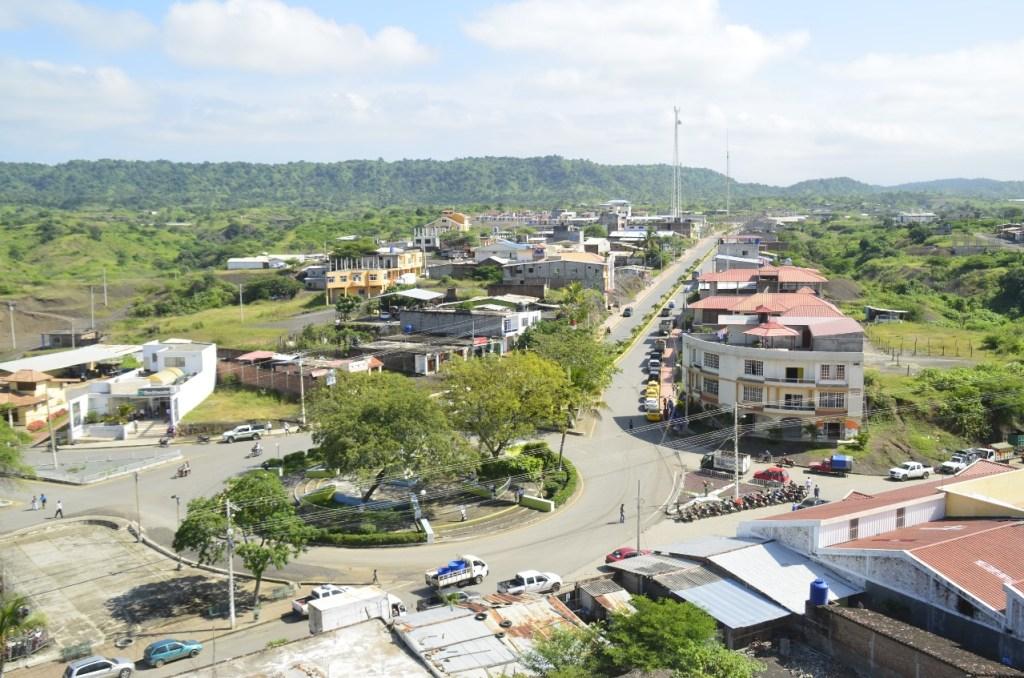 El cantón Zapotillo se encuentra en la frontera, límite con el Perú.