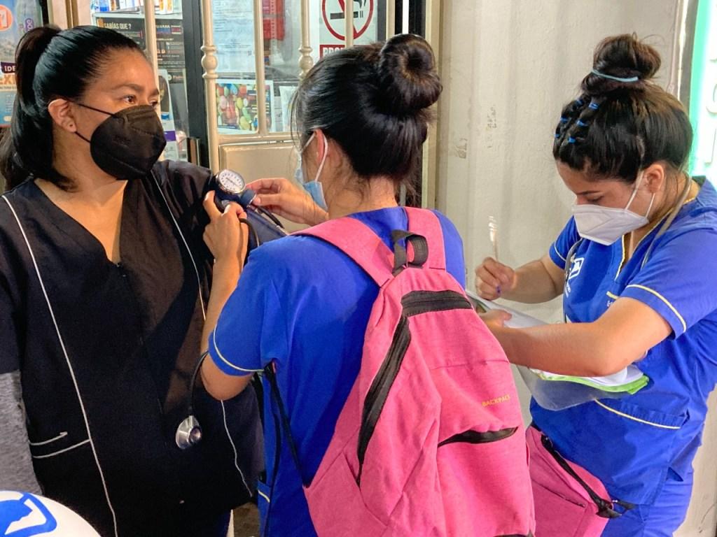Los estudiantes de Enfermería visitaron varios barrios este último fin de semana para recabar información.