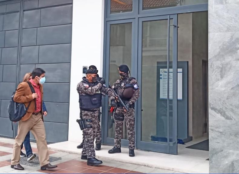 Luis Silva Aguilar acudió al edificio judicial para intervenir personalmente en la audiencia.