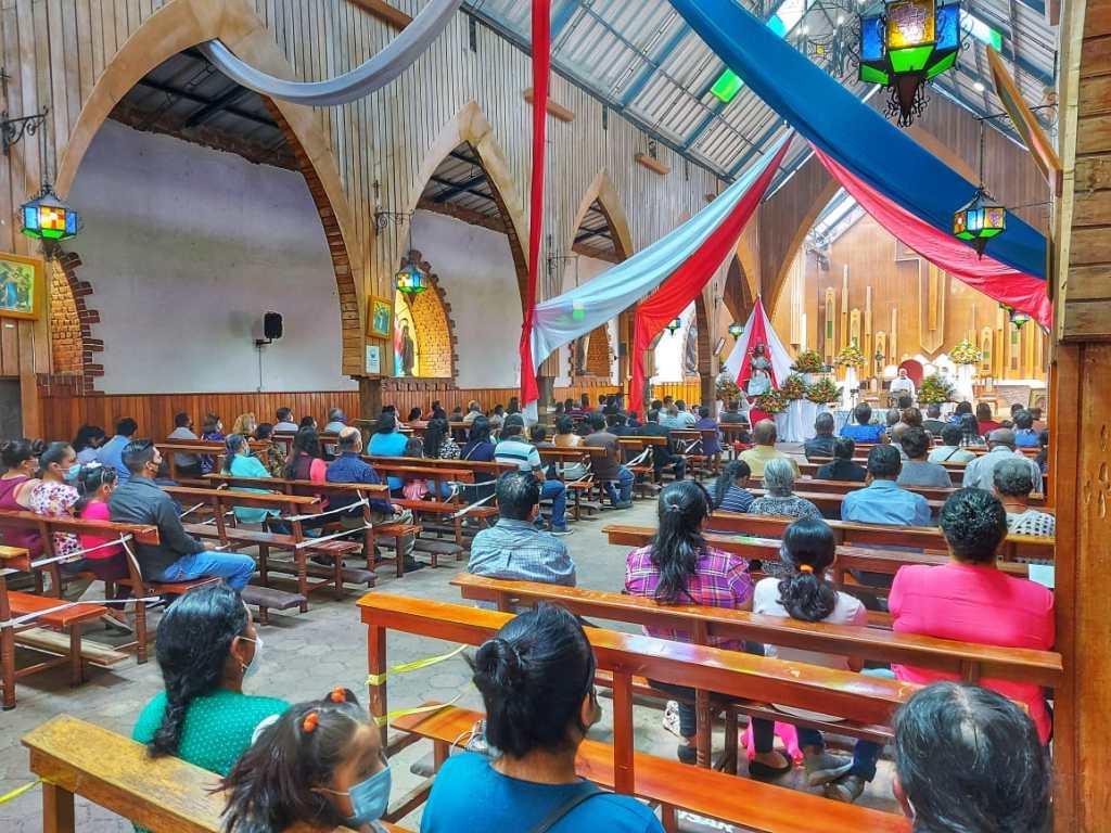 La eucaristía de fiestas contó con buena presencia de devotos.
