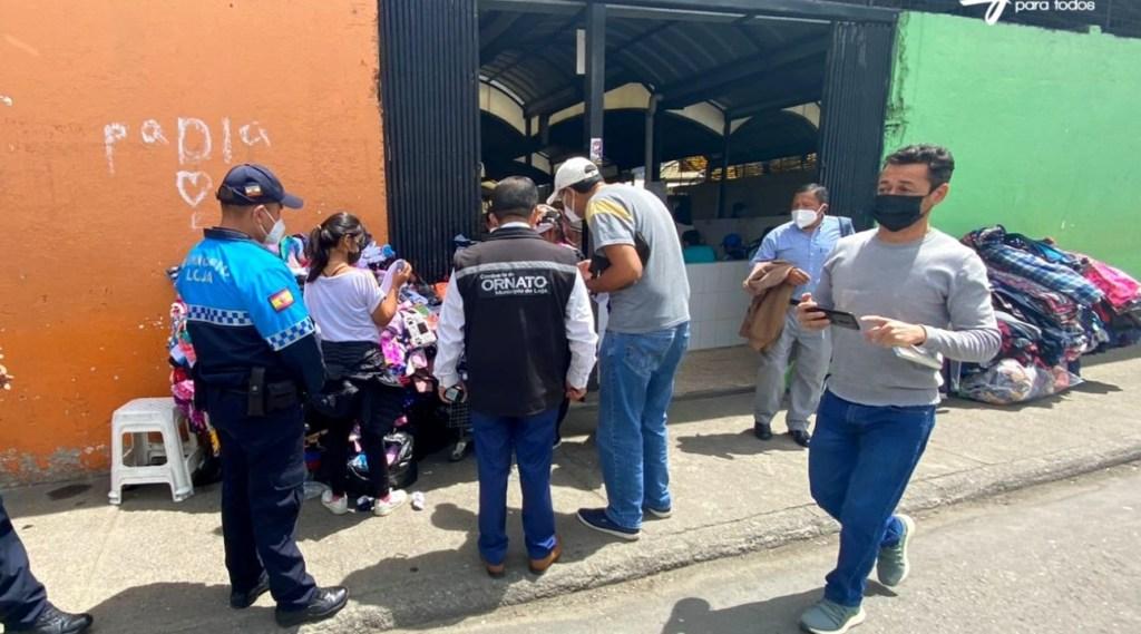 En varias calles céntricas y por los mercados Mayorista y Gran Colombia están notificando.