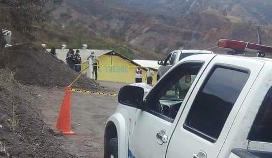 La Policía de Catamayo acudió a la escena del crimen.