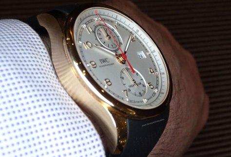 IWC Portugieser Yatch Club Chronograph oro en la muñeca perfil
