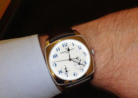 Vacheron Constantin Harmony Dual Time oro blanco en la muñeca 1