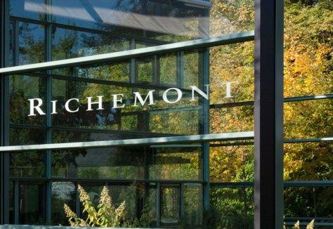 Edificio del Grupo Richemont - entrada