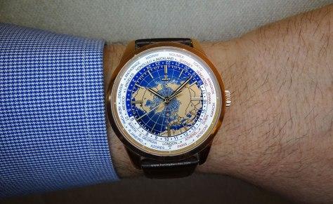 Jaeger-LeCoultre Geophysic Universal Time oro rosa en la muñeca 1