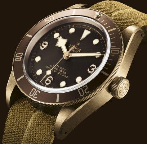 Tudor-Heritage-Black-Bay-Bronze-perfil-1-HorasyMinutos