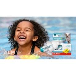 Óvd meg gyermeked fülét a káros zajoktól,víztől!