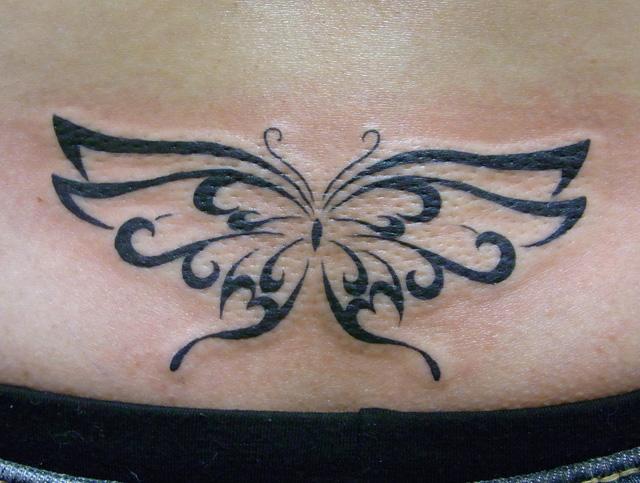 蝶のトライバルタトゥー画像
