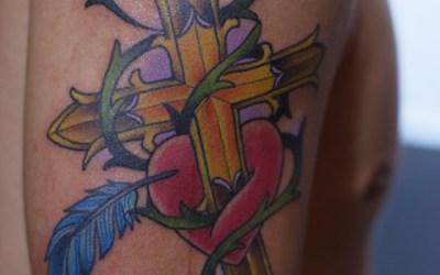 クロスのタトゥー画像