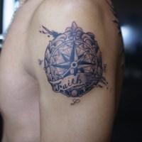 コンパスのタトゥー画像
