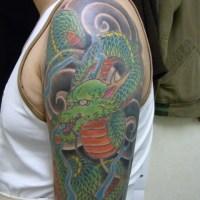 龍のタトゥー画像