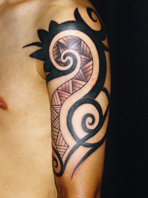 トライバルのタトゥー画像