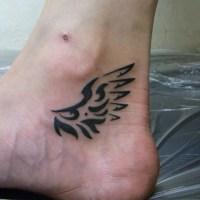 翼のトライバルのタトゥー画像