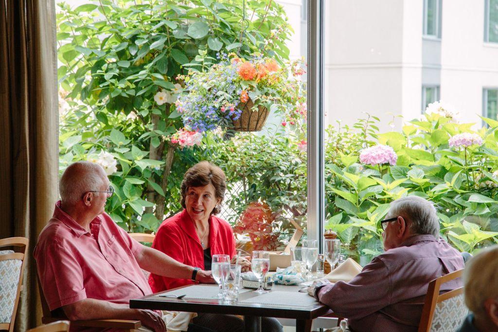 Horizon House, Retirement Community, senior living seattle, retirement living, retirement community, choice dining, The terrace