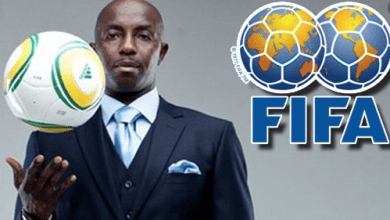 Photo of «الفيفا» توقف مدرب نيجيريا «سامسون سياسا» إلى الأبد