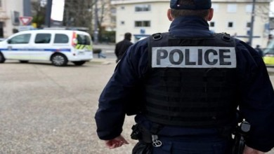 صورة اعتقالات ودعوات للاحتجاج على خلفية قطع رأس مدرس في فرنسا