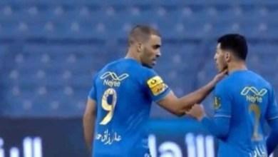 """صورة اشتباك حمد الله مع زميله يثير غضب السعوديين ومطالب بـ""""إخضاعه"""" في دكة البدلاء- فيديو"""