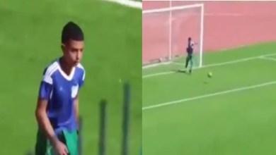 صورة جامع كرات في الجزائر يتصدى لتسديدة ويحمي مرمى فريقه من هدف محقق- فيديو