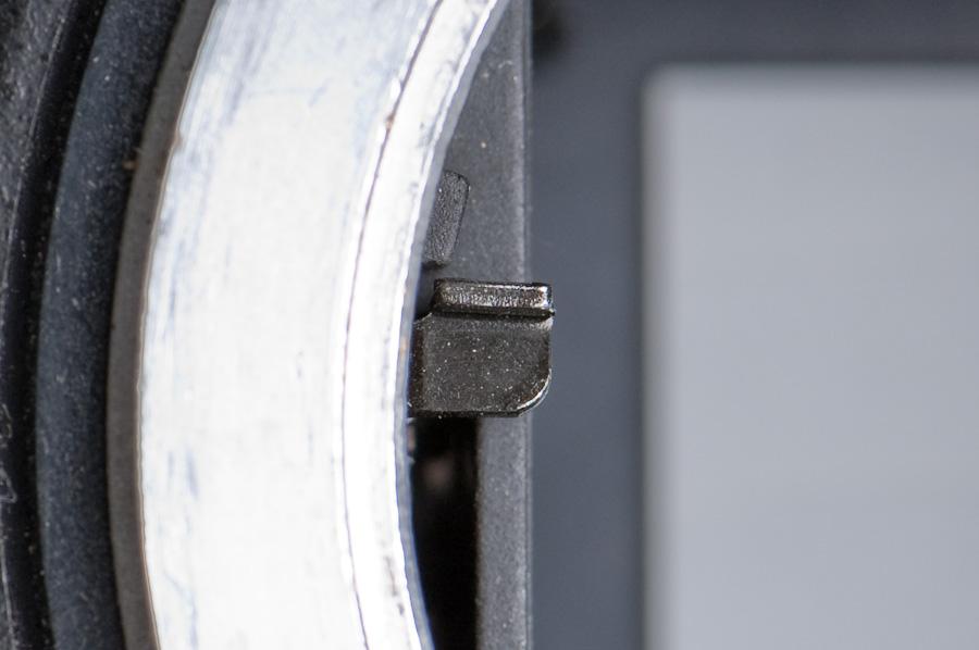 D2H aperture stop-down lever