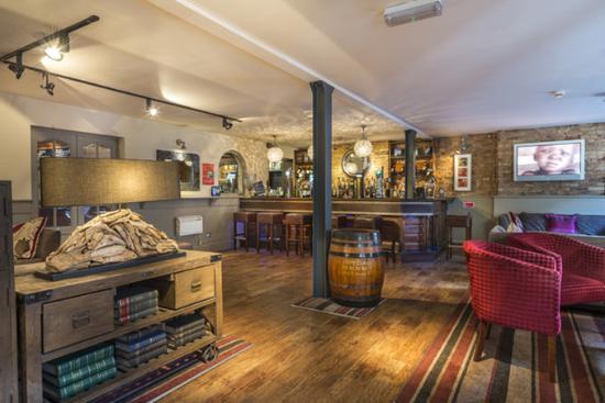admiral-rodney-bar-area