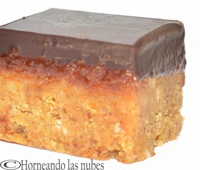 Cuadraditos de cacahuetes y chocolate