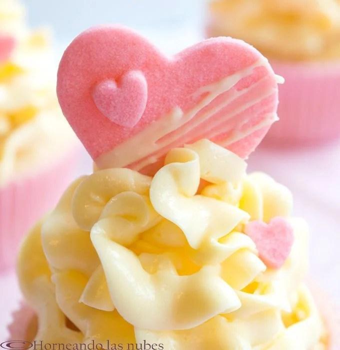 Cupcakes de frambuesa y merengue francés