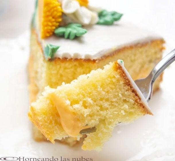 Tarta de naranja y margaritas