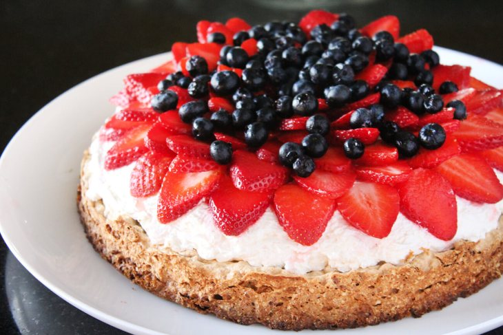 Mostachon or berries meringue cake recipe