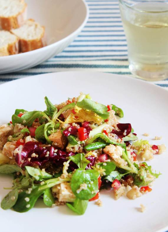 Ensalada de quinoa con granada y queso fresco