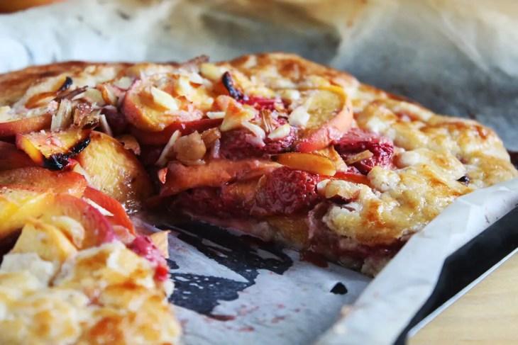 Tarta de fresa y melocotón o durazno como hacerla en casa
