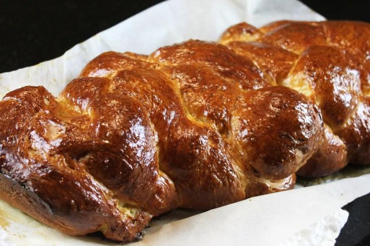 Trenza de pan de jalá en casa