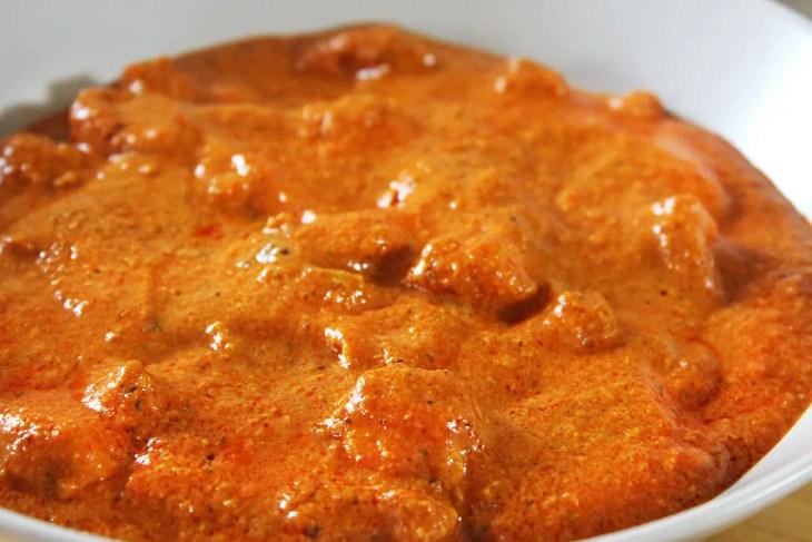 Butter chicken o pollo mantequilla indio o hindú