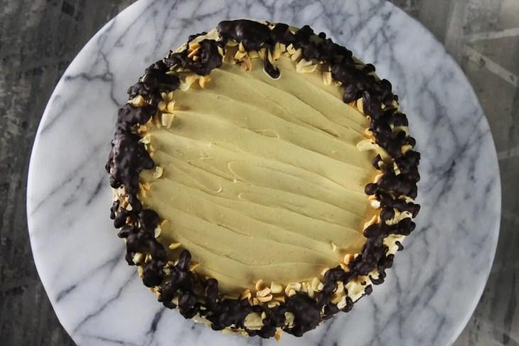 Pastel vegano de chocolate con mantequilla de maní