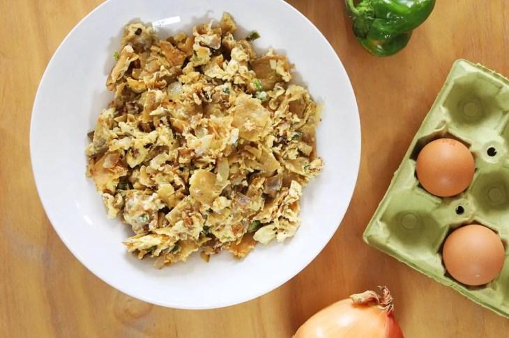 Scrambled eggs with corn tortillas recipe