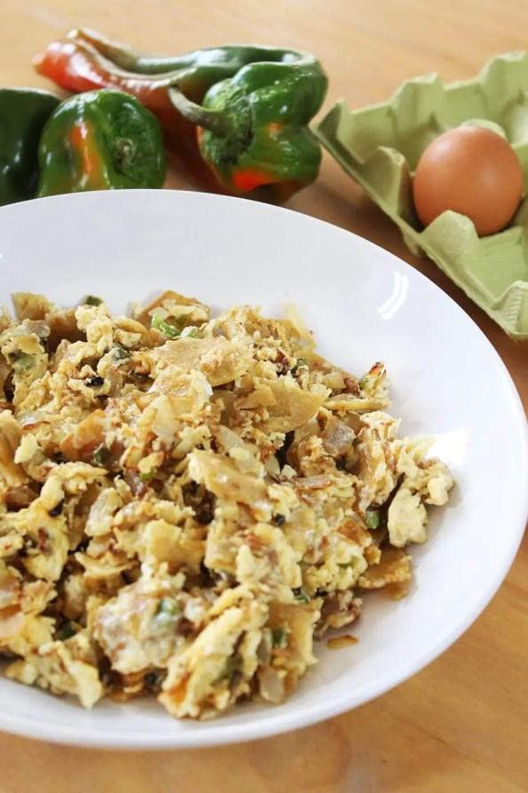 Mexican scrambled eggs with corn tortillas