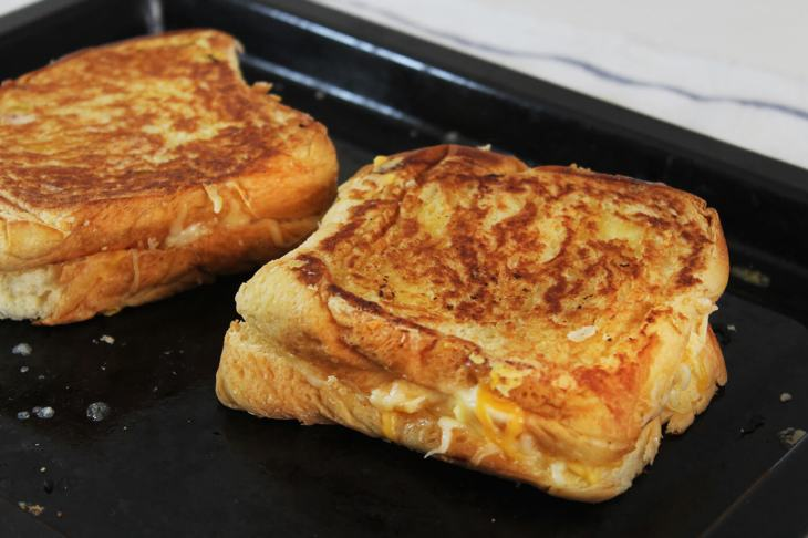 Cómo hacer un sándwich de queso fundido