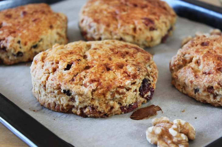 Easy walnut cranberry scones