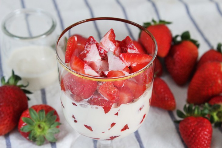 Mexican strawberries and cream
