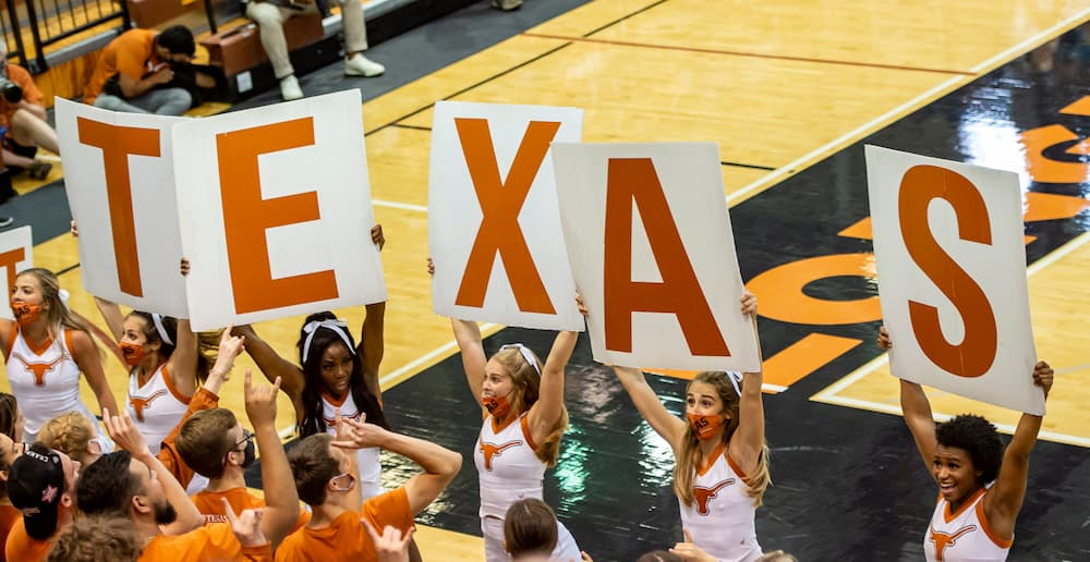 Texas Volleyball vs San Diego courtside