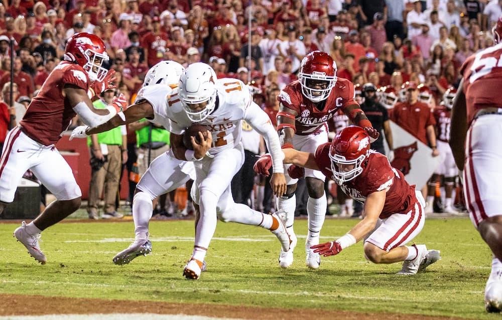 Casey Thompson scores touchdown against Arkansas